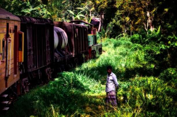 Mann an den Gleisen